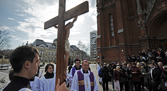 Pável Pezzi, arzobispo de Moscú, explica la relación entre católicos y los ortodoxos. Fuente: ITAR-TASS