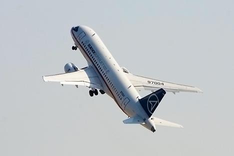 Administração do presidente russo poderá adquirir até quatro SSJ100 Fonte: Sukhoi.org