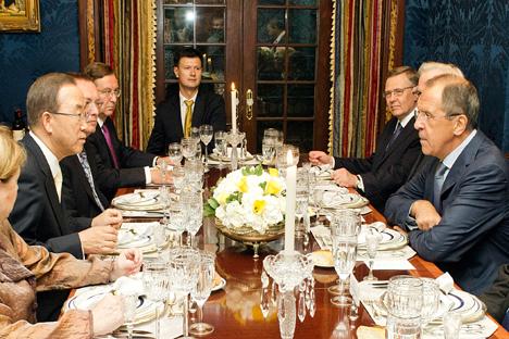 Tras la reunión con Ban Ki-moon, Serguéi Lavrov recuerda la responsabilidad de Washington ante sus socios. Fuente: AP
