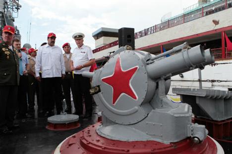 Nicolás Maduro visitó este martes la delegación rusa que se encuentra en el puerto de La Guaira. Fuente: cortesía de Prensa Miraflores