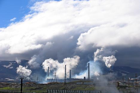 Entre las diez ciudades con mayor contaminación se encuentran principalmente los centros de la industria metalúrgica, petrolífera o química. Fuente: Lori/Legion Media