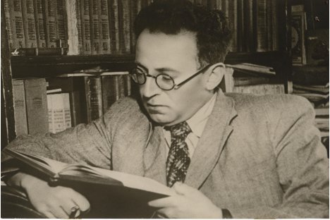 Vasili Grossman leyendo. Fuente: archivo