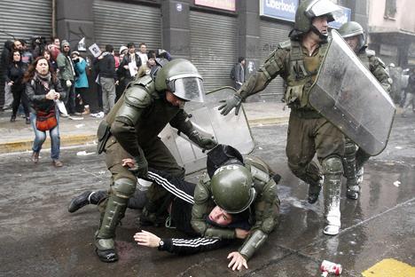 Protesta en Santiago contra una película sobre Augusto Pinochet. Fuente: ITAR-TASS