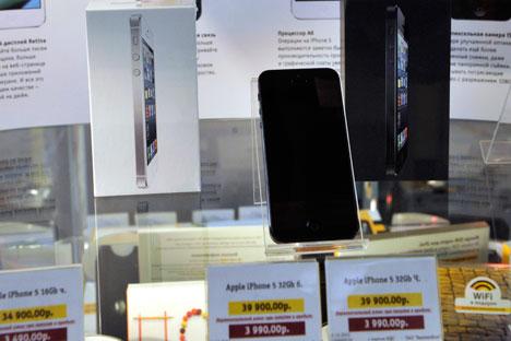 Los principales operadores rusos establecieron para los dos modelos de teléfonos iPhone en la mayor parte de los puntos de venta un precio idéntico. Fuente: ITAR-TASS
