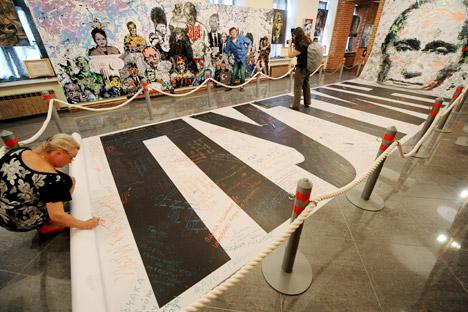 La semana pasada la policía de San Petersburgo requisó unos cuadros en el Museo del Poder. Fuente: ITAR-TASS