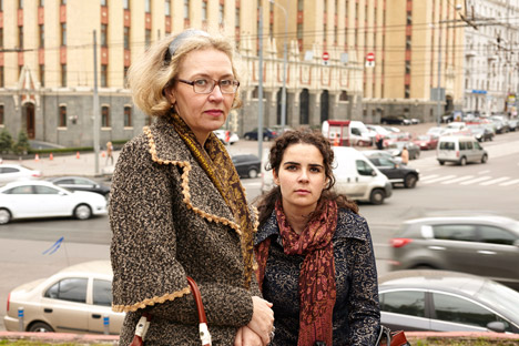 Nadezhda con una de sus hijas. Fuente: Elena Pochetova