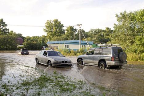 Las autoridades pagaran a las víctimas de las inundaciones y prometen reparar los daños causados. Fuente: Dmitri Jomenko