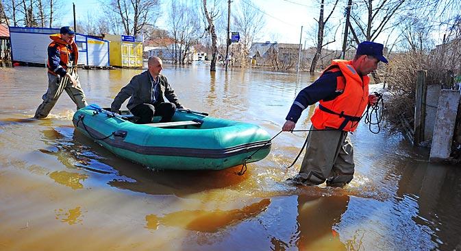 Los habitantes de las zonas inundadas se adaptan a las nuevas condiciones. Fuente: Vostock-photo