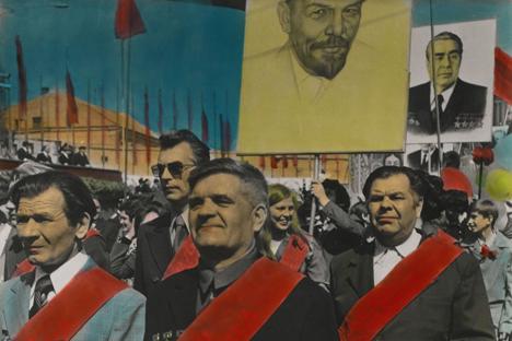 La obra de Boris Mijáilov vendida por 13.750 libras. El cuadro es único por sus tintes de anilina pintados a mano. Mikhailov se describe como uno de los fotógrafos más importantes de la antigua Unión Soviética. Fuente: cortesía de Sotheby 's