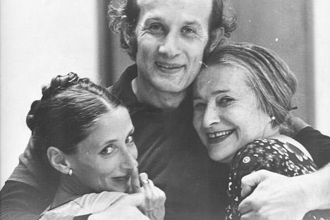 Irene Levandowsky, a la derecha, con Sasha y Nedo Vojkich, fundadores del Ballet Maracaibo. Año 1976. Cortesía de Sasha Vojkich.