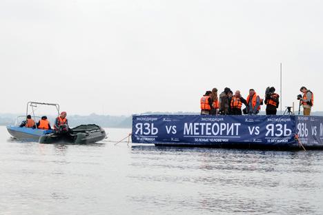 Grupo está realizando expedição no lago Tchebarkul desde o início de setembro Foto: RIA Nóvosti