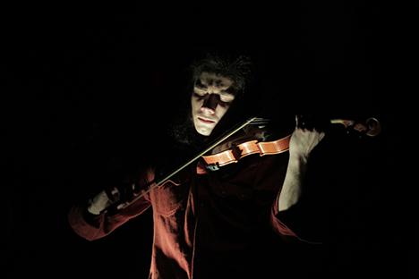 El moscovita Álex Musatov se incorporó a la Orquesta Típica Fernández Fierro en busca de un sonido innovador del violín. Fuente: Johanna Jezernicki