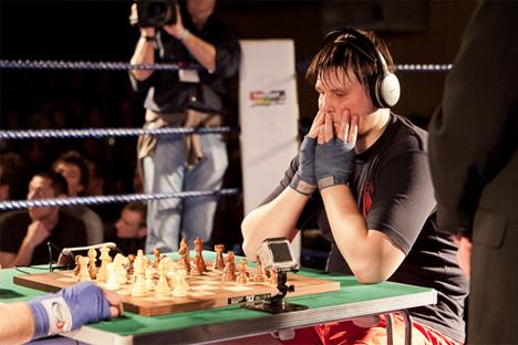 Nikolái Sazhin, durante su último combate, en Londres. Fuente: World Chess Boxing Organisation