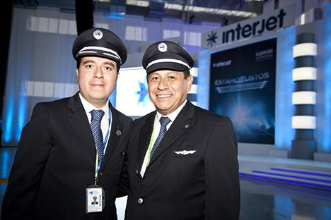 Cap. Diego Leonardo Hernandez Esquivel y Cap. Emiliano Bernardo Esqueda. Fuente: Servicio de prensa