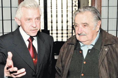 El embajador de Rusia, Serguéi Koshkin, junto al presidente de Uruguay, José Mujica. Fuente: Marcelo Lopez