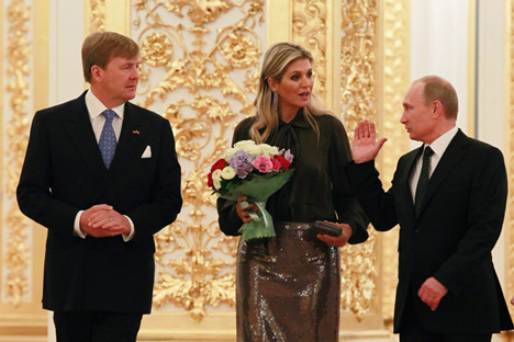 O encerramento do ano de festividades no último final de semana, quando os reis holandeses visitaram Moscou para também se reunir com Pútin, foi marcado por um incidente Foto: Reuters