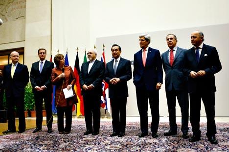 Los negociadores del grupo de los Seis y el representante iraní en Ginebra.Fuente: Reuters.