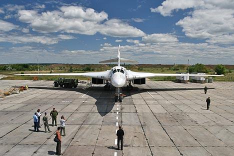 Tu-160 merupakan pesawat supersonik terbesar, terberat, dan paling kuat dalam aviasi militer.