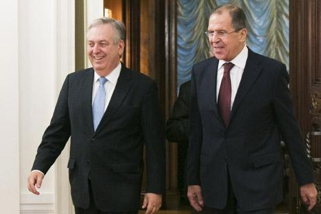 Serguéi Lavrov, a la izquierda, y Luiz Alberto Figueiredo, trataron numerosas cuestiones bilaterales durante el encuentro bilateral.Fuente: ITAR-TASS.