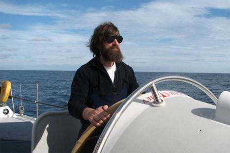 Fiódor Kóniujov a bordo de un velero. Fuente: Konyukhov.ru
