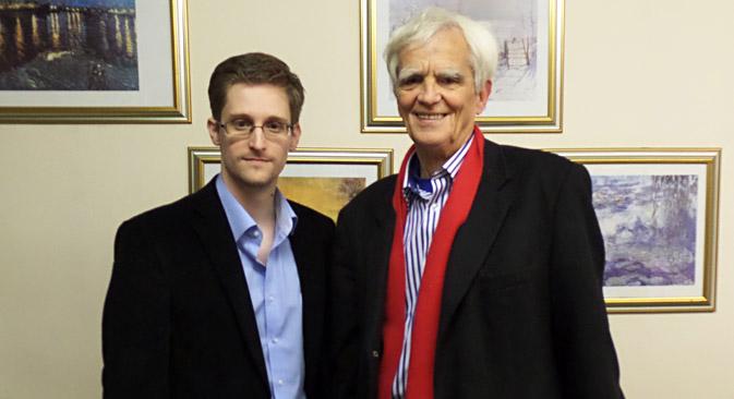 Snowden con el diputado alemán de Los Verdes Hans-Christian Strebel. Fuente: AFP / East News