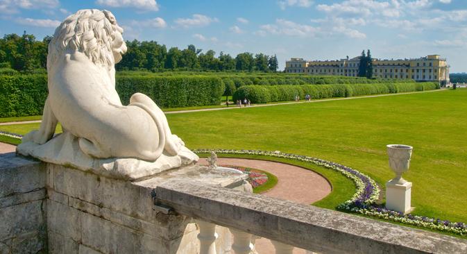 Peterhof, considerada como la Versalles del Norte es una de las mayores atracciones turísticas de las afueras de San Petersburgo. Fuente: Lori / Legion Media