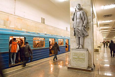 Monumento a Zoya Kosmodemianskaya en la estación de metro Partizanskaya de Moscú. Fuente: Alamy / Legion Media