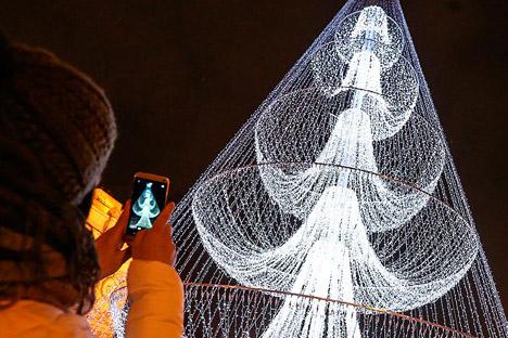 Árbol de Navidad frente a la entrada del Parque Gorki .Fuente: ITAR-TASS / Alexandra Mudrac