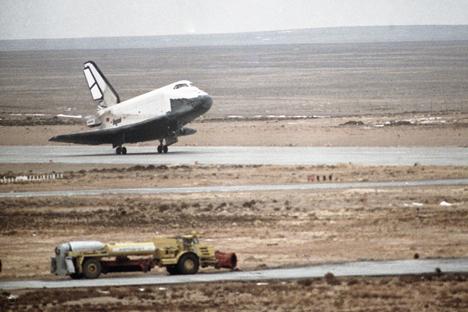 """O """"Buran"""" seria capaz de descer a estação espacial """"Mir"""" para a Terra sem nenhum arranhão Foto: RIA Nóvosti"""