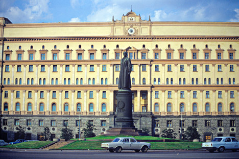 Plaza Lubianka. Entre 1926 y 1990 se llamó plaza Dzerzhinski. En el centro se encontraba la estatua de Félix Dzerzhinski (esculpida por E Vuchetich). En segundo plano el edificio de la KGB. Fuente: Vladímir Fedorenko / Ria Novosti
