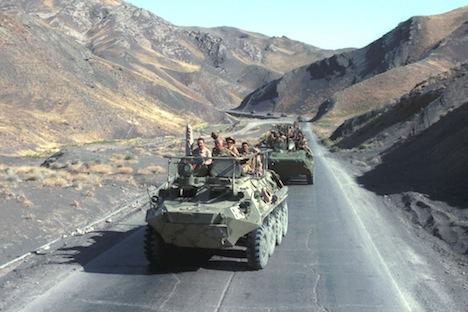 Tropas soviéticas en el camino de Herat a Kushka, durante la retirada de las tropas en 1988. Fuente: ITAR-TASS.