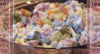 Vídeo: Cómo se cocina la verdadera ensalada rusa