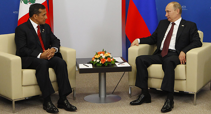El presidente peruano Ollanta Humala con el presidente ruso Vladímir Putin en la cumbre de la APEC. Fuente: ITAR-TASS