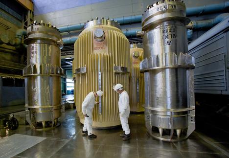 Operarios verifican el estado de uno de los reactores en una central nuclear en Cheliábinsk. Fuente: Photoshot/Vostok-photo.