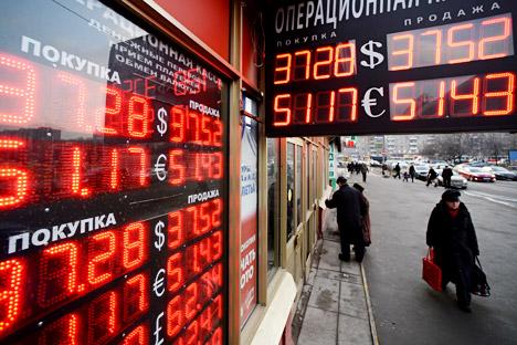 El conflicto entre Moscú y Kiev tiene graves repercusiones económicas. El Banco Central de  Rusia ha incrementado de manera temporal la tasa de interés. Fuente: Maxim Blinov / Ria Novosti
