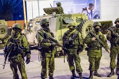 Na fase final das manobras, os soldados vão para os campos de treinamento militar fazer exercícios práticos de coordenação de combate entre as unidades Foto: RIA Nóvosti