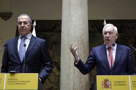 Serguêi Lavrov, ministro dos Negócios Estrangeiros da Federação da Rússia (esq.) e seu homólogo espanhol, José Manuel García-Margallo (dir.) Foto: Reuters