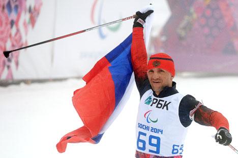 Román Petushkov quedó primero en biatlón de 7,5 kilómetros sentado. Fuente: RIA Novosti
