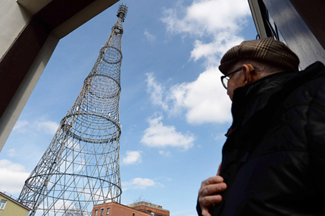 Vista de la torre Shújov desde la base. Esta obra maestra de la arquitectura soviética se erigió en 1922. Fuente: AFP / East News