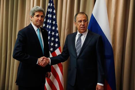 Serguéi Lavrov, ministro ruso de Asuntos Exteriores, junto con su homólogo estadounidense, John Kerry, tras la reunión celebrada en Ginebra. Fuente: Reuters