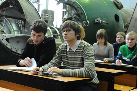 Estudiantes del Instituto de Aviación de Moscú, durante una clase. Fuente: ITAR-TASS