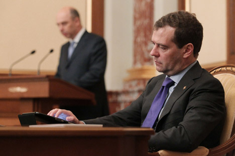 El primer ministro, Dmitri Medvédev y el ministro de Finanzas, Antón Siluánov (a la izquierda). Fuente: Ekaterina Shtúkina / Ria Novosti