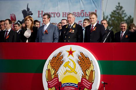 Vice primer ministro ruso Dmitri Rogozin durante su visita a Transdniéster el 9 de mayo. Fuente: Ruslán Shalapúdov / Ria Novosti
