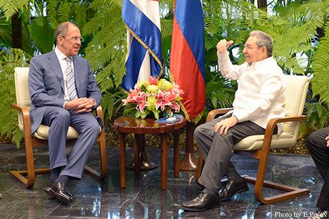 Lavrov (esq.) realizará negociações especiais sobre as perspectivas de intercâmbio turístico entre  Rússia e Cub Foto: Ministério dos Negócios estrangeiros da Rússia
