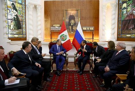 Momento del encuentro entre Ollanta Humala y Serguéi Lavrov en Lima. Fuente: Secretaría de Prensa de la Presidencia de la República del Perú.