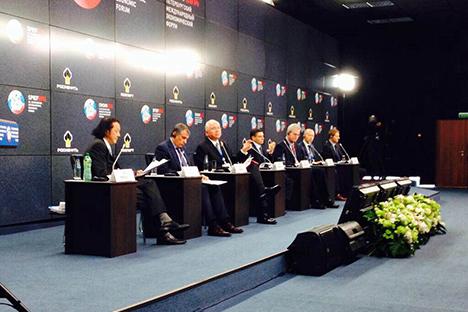Imágenes de la firma del convenio entre Rosneft y PDVSA facilitadas por la estatal venezolana. El acuerdo se firmó en el marco del Foro Económico de San Petersburgo. Fuente: PDVSA