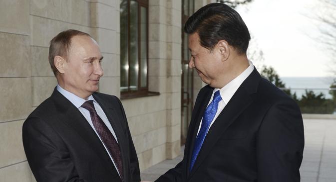 Predsjednik Rusije Vladimir Putin i generalni tajnik Komunističke partije NR Kine Xi Jinping na povijesnom susretu u Šangaju. Izvor: Reuters