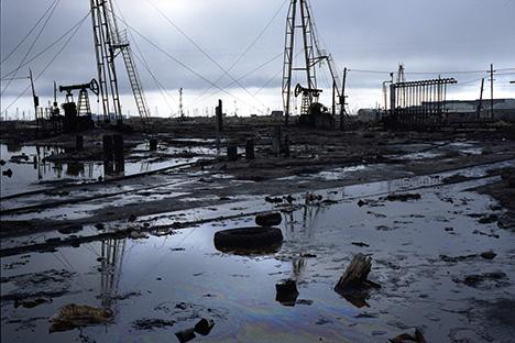 Los desastres de la industria petrolera en Bakú. Rena Effendi/INSTITUTE.