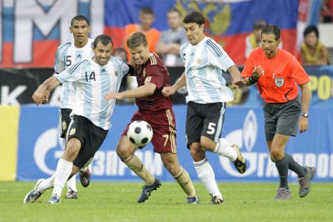 El último encuentro fue en 2009 con victoria de la albiceleste por 2-3. Fuente: Ria Novosti