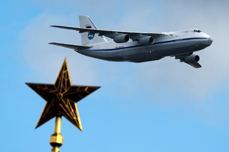 O AN-124 tem uma construção única: duas portas de carga, na frente e atrás, que se abrem para cima Foto: Aleksandr Vilf/RIA Nóvosti